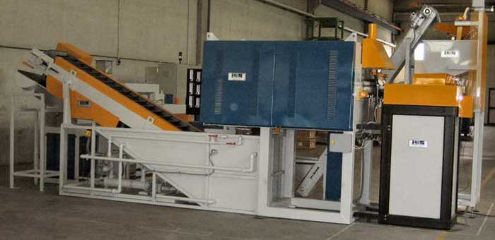 AUTOMATIC CONTINUOUS LINE FOR THE HARDENING AND TEMPERING OF SMALL STEEL PARTS. CAPACITY OF 500 KG/H